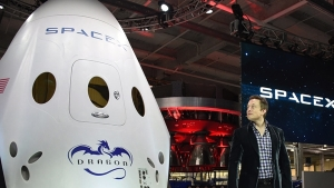 SpaceX CEO Elon Musk introduces SpaceX's Dragon V2